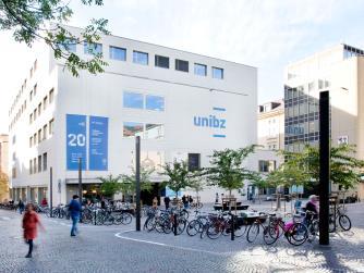 Universitätsplatz 1 - piazza Università, 1